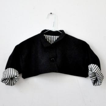 veste «trop large» en drap de laine gris