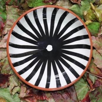Large flat ray bowl black
