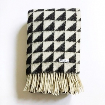 Blanket with triangle pattern
