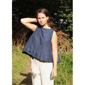 Sleeveless pleated blouse, indigo linen