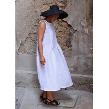 Sleeveless pleated dress, white linen