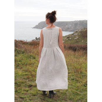 Sleeveless long pleated dress, natural linen