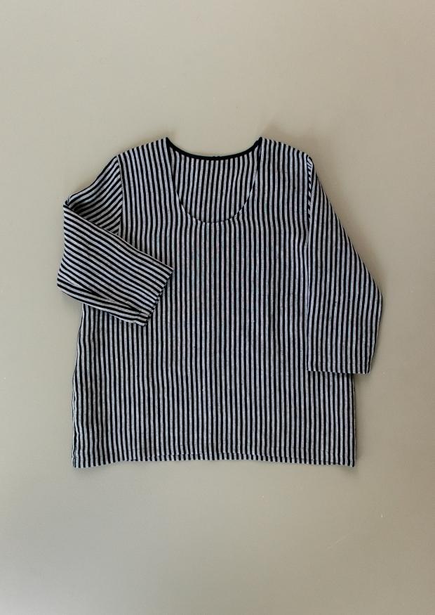3/4 sleeves blouse U neck, dark stripes linen