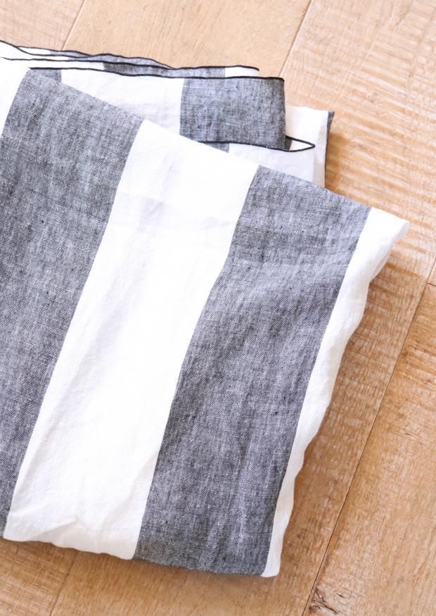 Cloth, white large stripes linen