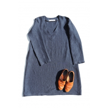 Flared dress, long sleeves, V neck, indigo linen