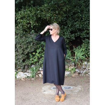 Long dress, long sleeves, V neck, black flannel