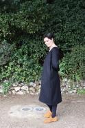 Robe longue évasée manches longues, col carré, flanelle noire
