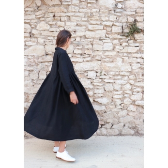 Long pleated dress, black linen