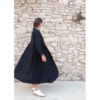Robe longue à plis, lin noir