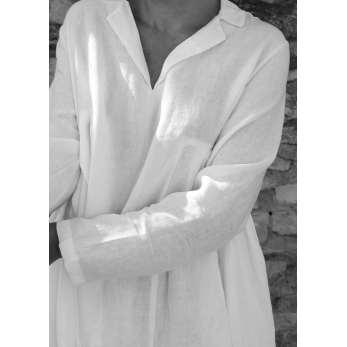 Long pleated dress, white linen