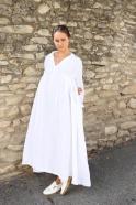 Robe longue à plis, lin blanc