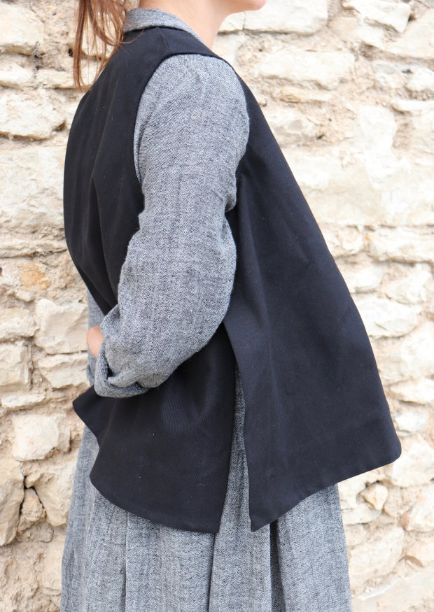 Veste sans manches, jean noir