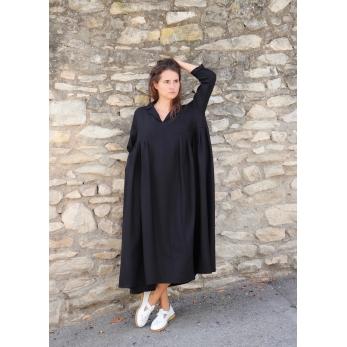 Long pleated dress, black flannel