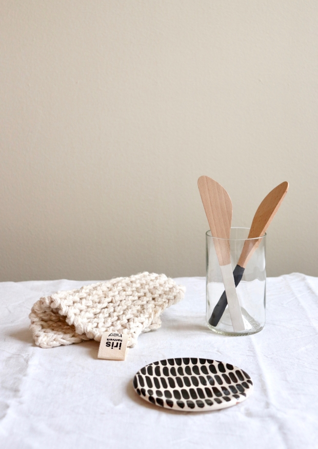 Butter knife, white