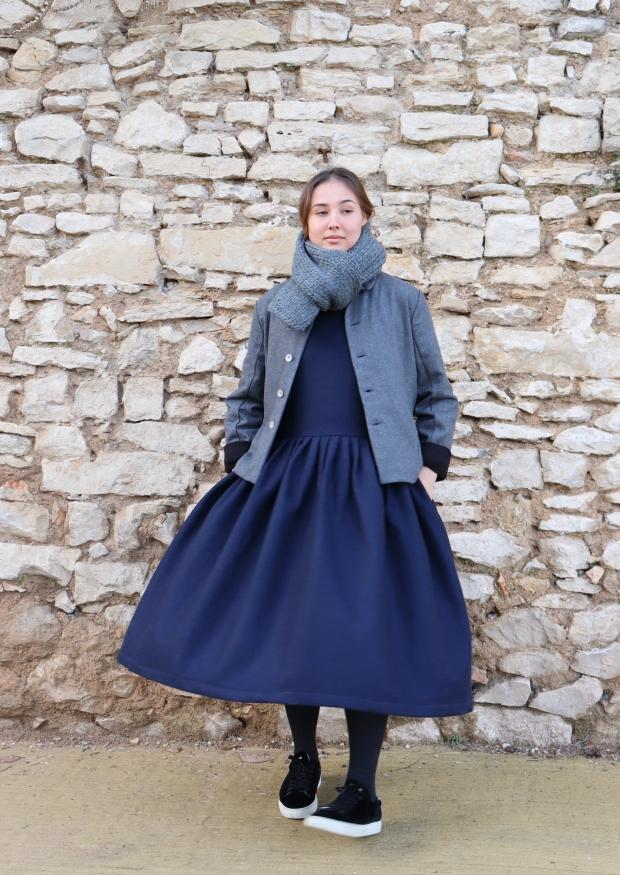 Robe longue à plis sans manches, taille basse, drap bleu marine