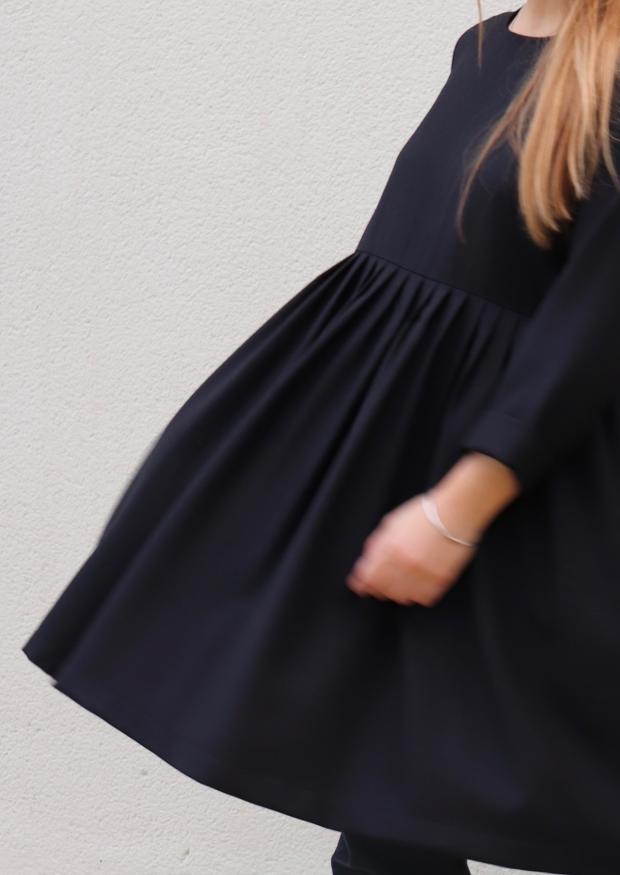 Robe à plis manches longues, flanelle noire