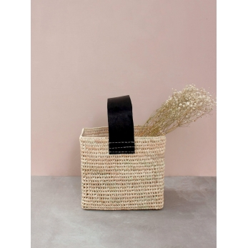 Squared basket with large handle in black leather
