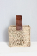 Squared basket with large handle in brown leather