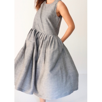 Robe à plis sans manches, tissu fines rayures