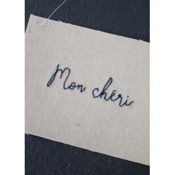 "Embroided words ""Mon chéri"""